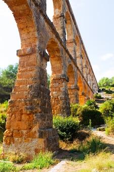 타라고 나에서 오래 된 로마 수도교