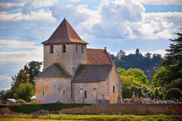 Старая римская церковь на юге франции