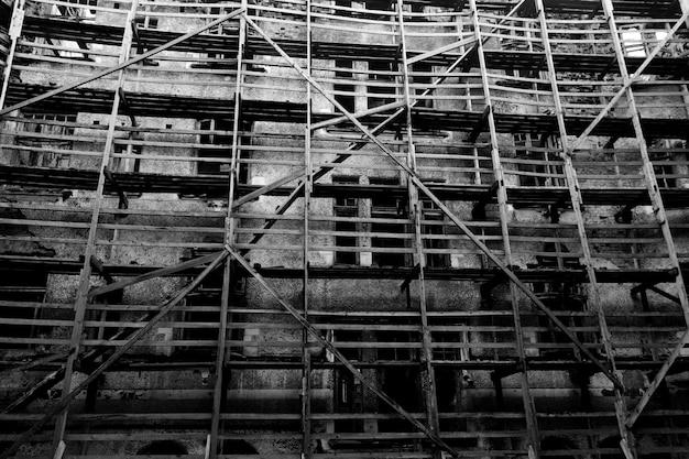 오래 된 망 쳐 주거 건물입니다. 비상 주택