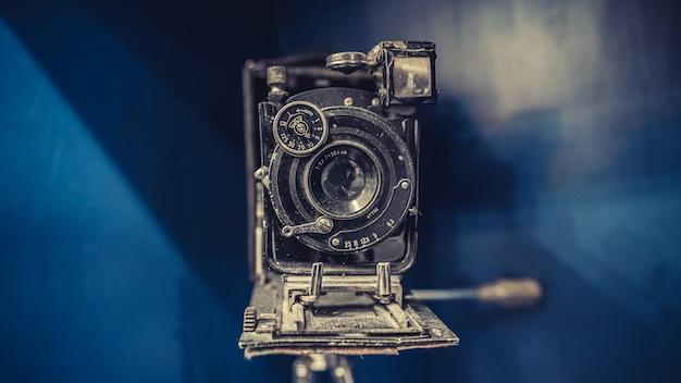 오래 된 녹슨 카메라