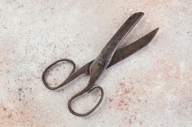 Вид сверху старые ножницы