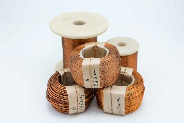 Старый комплект медных проводов для радиомонтажных работ