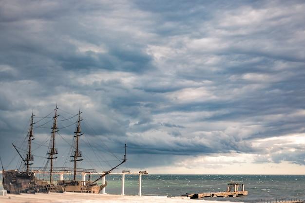 港の古い船