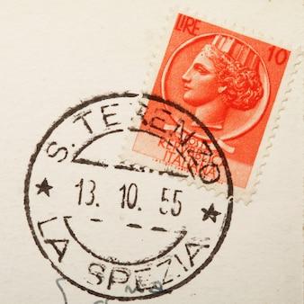 오래 된 우표와 우편 우표