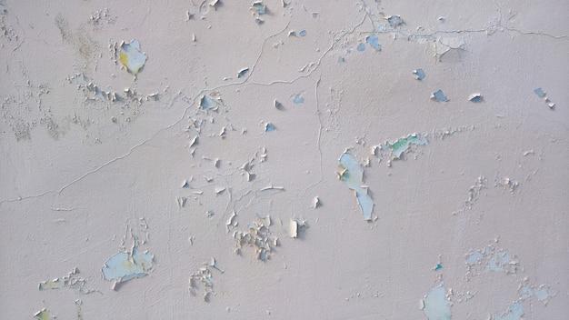 Старая каменная стена со старой облезшей краской. фото высокого качества
