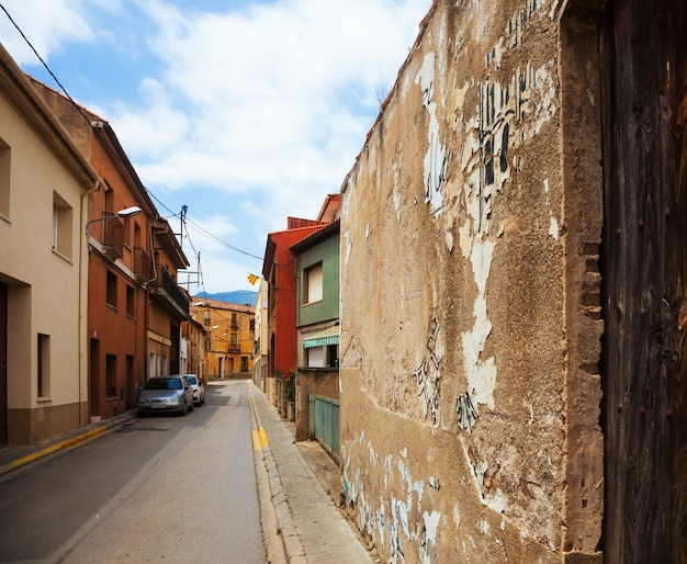 Старая улица в каталонской деревне