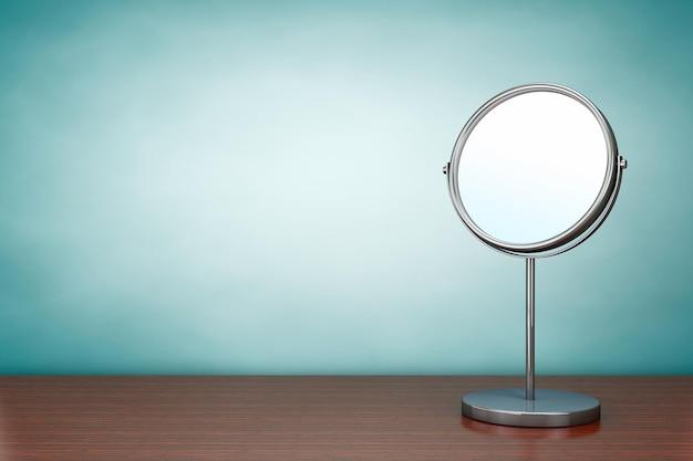 올드 스타일 사진. 탁자 위의 크롬 화장 거울