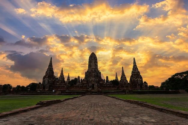 タイ、アユタヤ県の古い寺院ワットチャイワタナラム