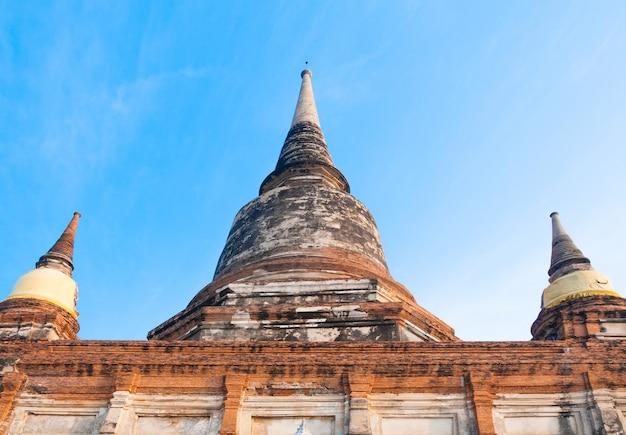 Старый храм таиланда, храм ват яй чай монгкол в аюттхая, историческое место, таиланд