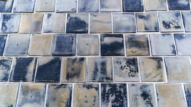 일본 구라시키의 오래된 타일 벽