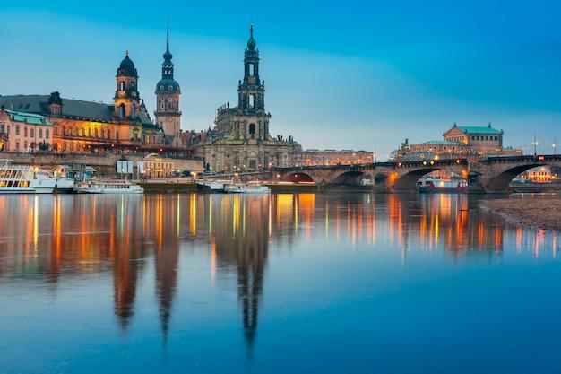 旧市街とエルバ、ドレスデン、ドイツの夜