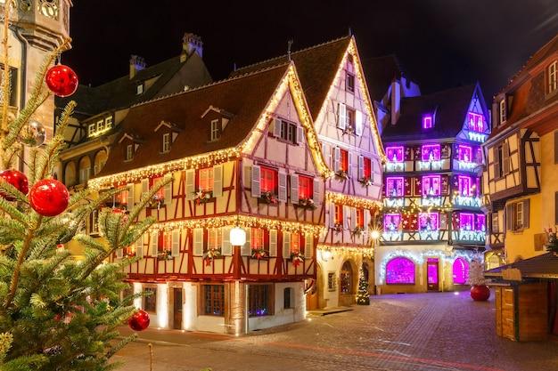 クリスマスのために装飾され、照らされたコルマールの旧市街