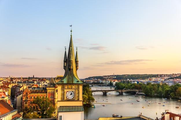 Водонапорная башня старого города праги, чешская республика.