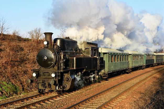 「古い列車の乗り道」