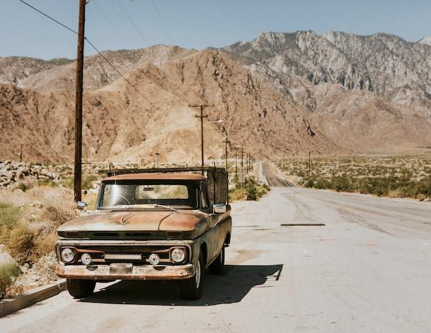 Старый грузовик в калифорнийской пустыне