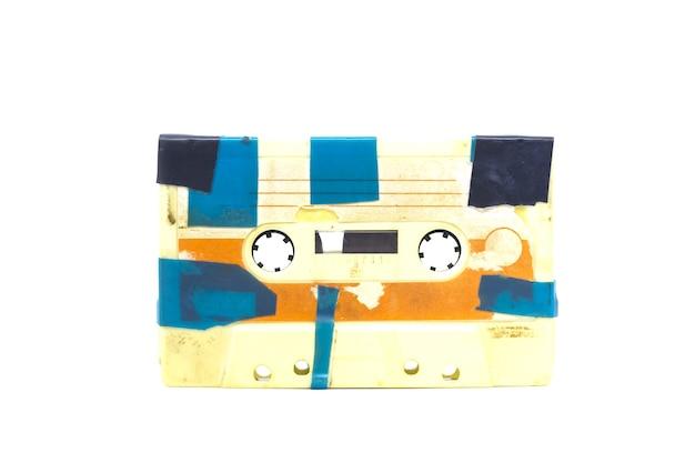 Старая винтажная аудиокассета изолирована