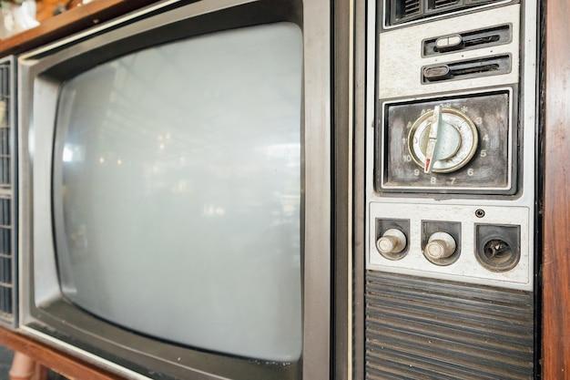 Старое винтажное классическое ретро телевидение