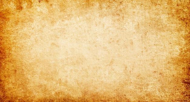 Старый старинный пустой гранж-фон, текстура коричневой грубой бумаги с пятнами и полосами