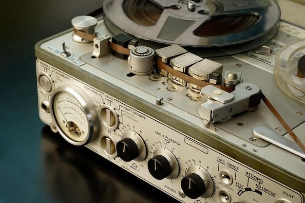古いヴィンテージリールトレルプレーヤースプール付きテープレコーダーボビンテープレコーダー