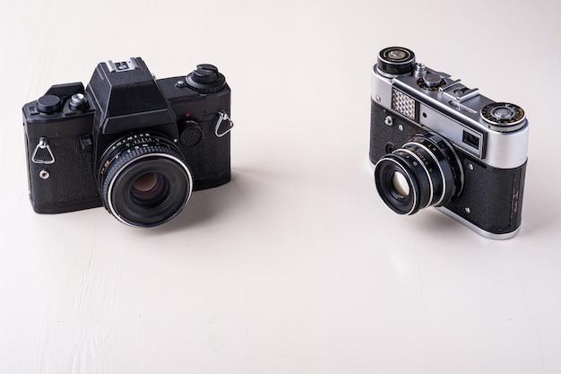 古いビンテージレトロな写真フィルム距離計カメラと一眼レフ