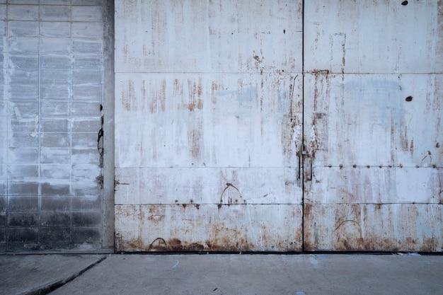 工場の古い壁