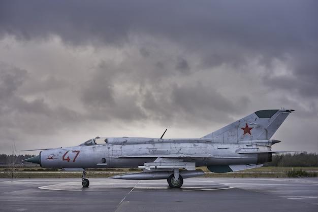 古い戦争の戦闘機