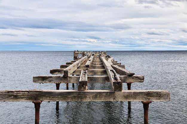 Старая пристань в гавани пунта-аренас