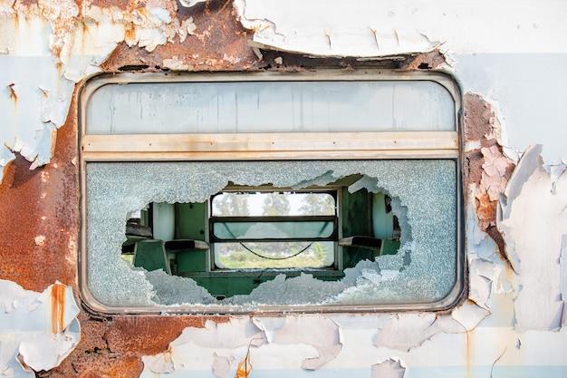 Старое окно и старая металлическая текстура
