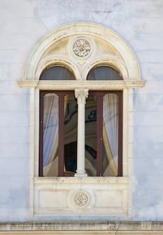 シチリア島の古い窓