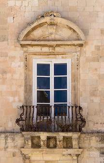 Старое окно из сицилии
