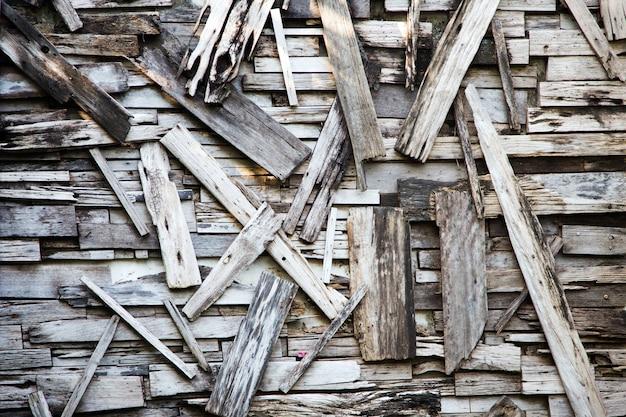 背景のパターンのない古い木製のフェンス