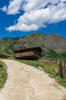 Old wood hayloft в savsat, artvin, blacksea - турция