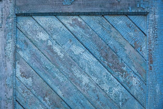 Старые деревянные панели. горизонтальные зеленые окрашенные деревянные панели заделывают.