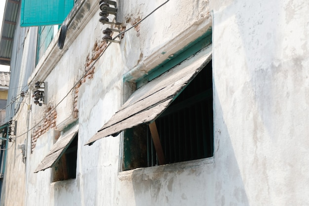 Old wood window style