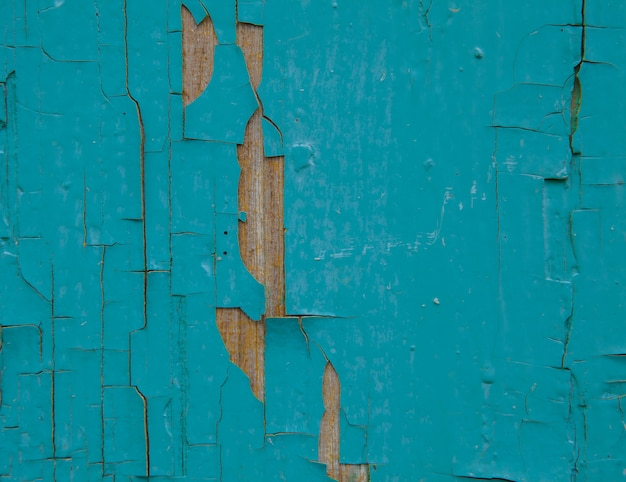 Старая деревянная доска, краска падает с доски