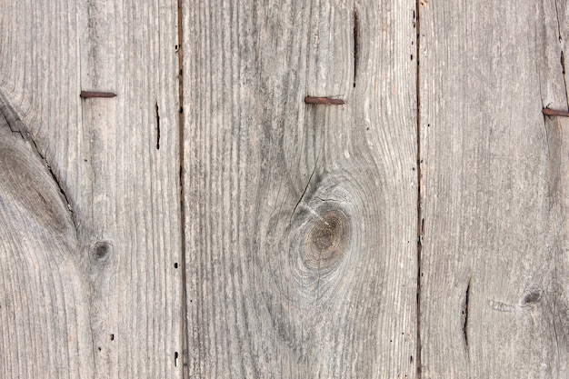 손톱으로 오래 된 나무 보드