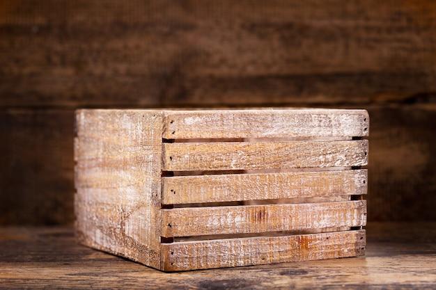 木製の背景に古い木箱