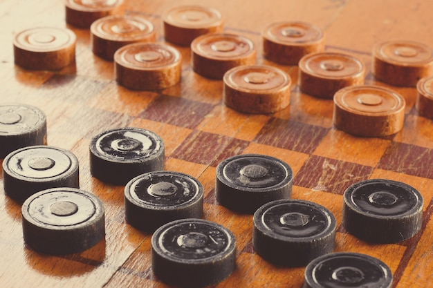 오래된 나무 체커 보드 게임