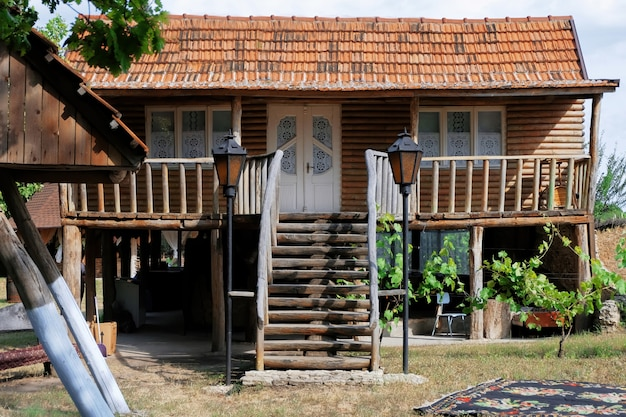 마에서 오래 된 목조 주택