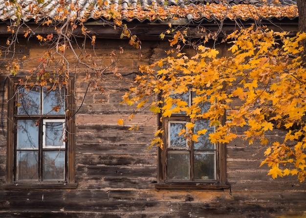가 오래 된 목조 주택입니다.
