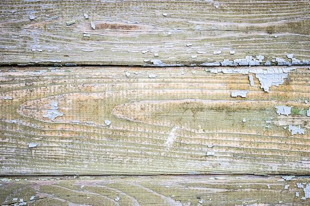 剥離ペイントの古い木の板。デザインの背景。古いボード。天候が木材に及ぼす影響。
