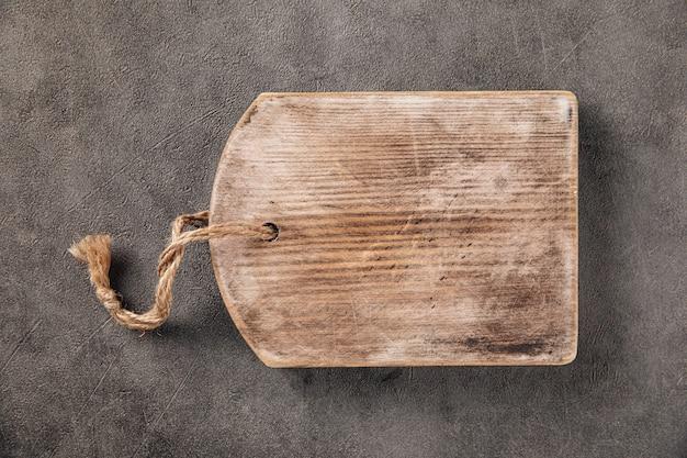 Старая деревянная винтажная разделочная доска