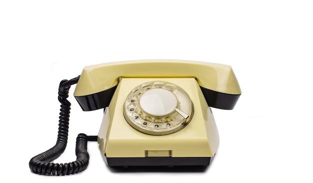 Старый желтый телефон на белом фоне. бланк для редактирования.