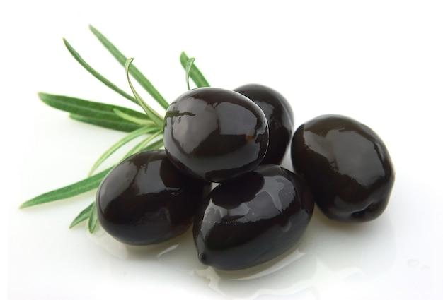 Оливковая ветвь с оливковым маслом