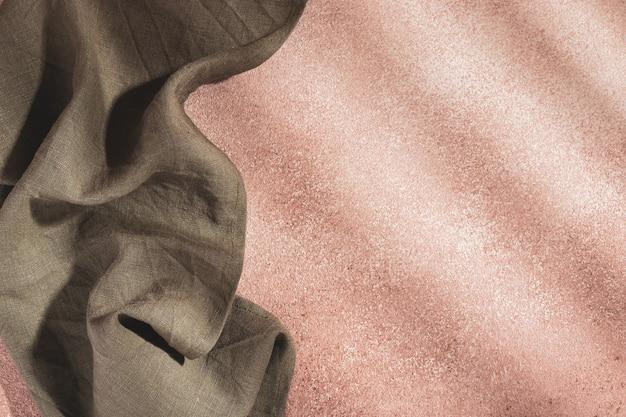 베이지색 바탕에 올리브색 서빙 냅킨