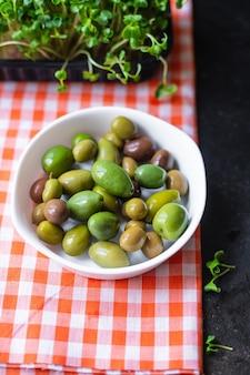 테이블 야채에 접시에 움푹 올리브 과일 신선한 올리브