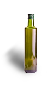 白い背景の上のオリーブオイルボトル