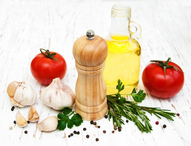 Olive oil, tomato and garlic