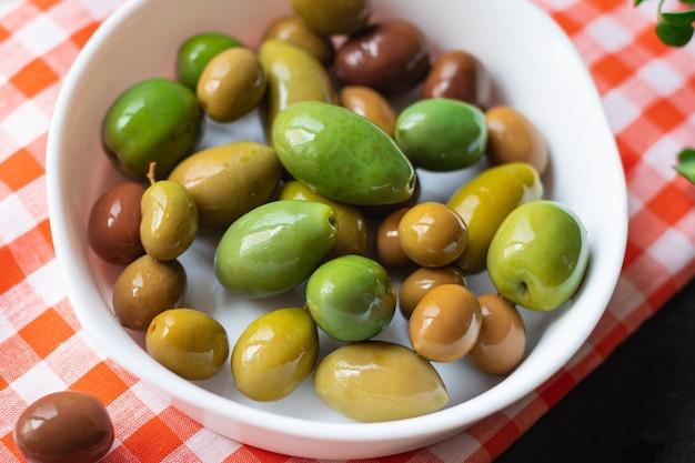 테이블 품종 과일 채식주의 채식 음식에 올리브 움푹 판