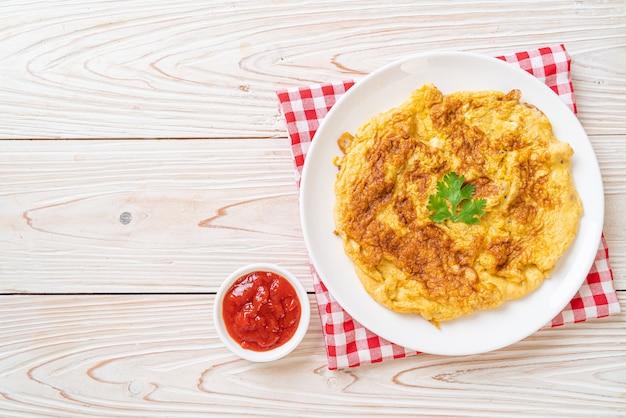 Omelet or omelette